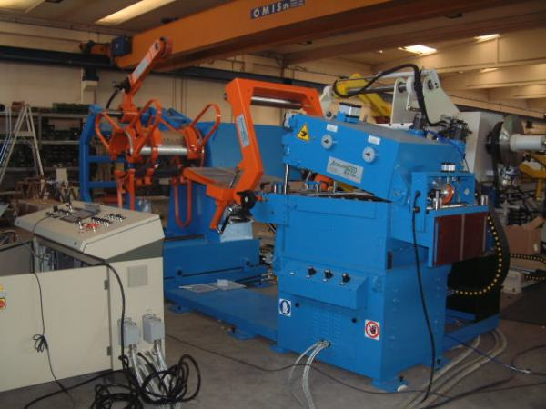 Straightener-feeder unit type CRM-AP-H